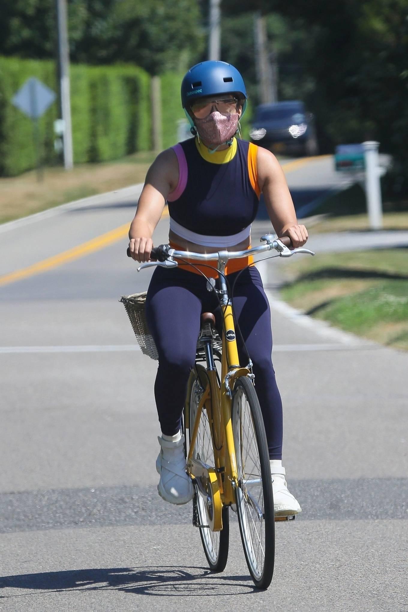 Jennifer Lopez 2020 : Jennifer Lopez – Bike ride in The Hamptons-07
