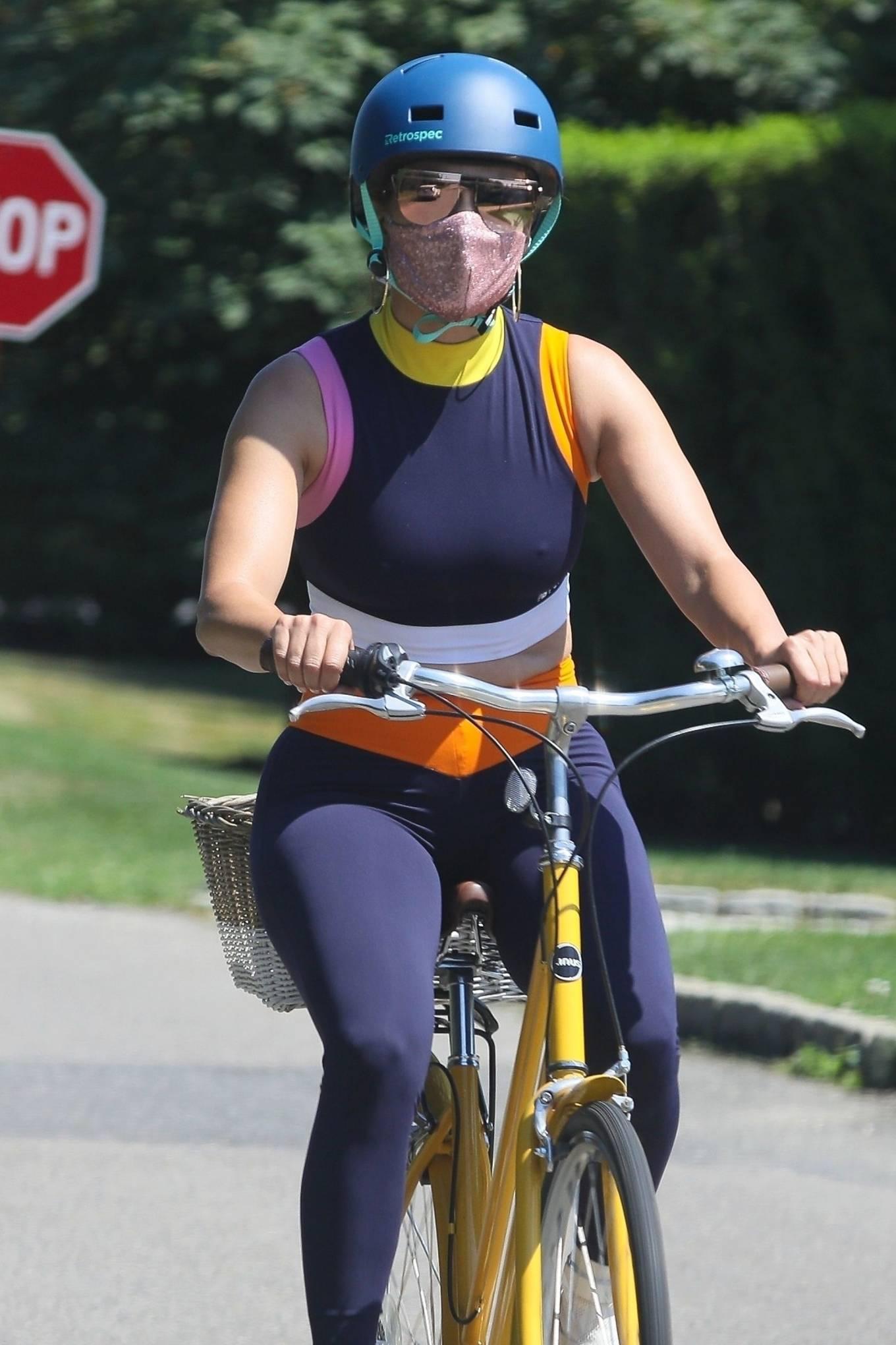Jennifer Lopez 2020 : Jennifer Lopez – Bike ride in The Hamptons-08