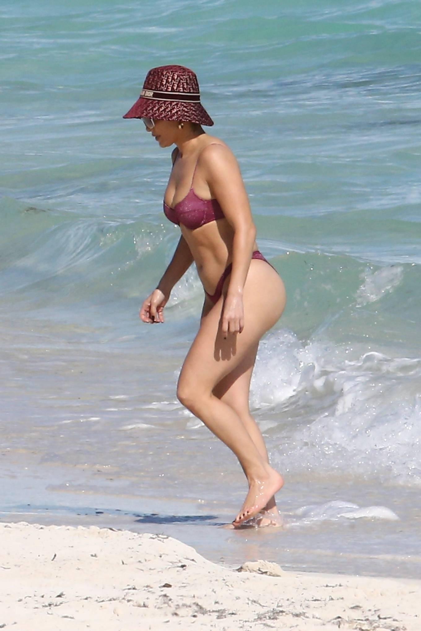 Jennifer Lopez - Bikini candids in the Turks and Caicos Islands