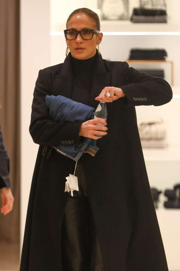 Jennifer Lopez - Black Friday shopping with her family in Beverly Hills