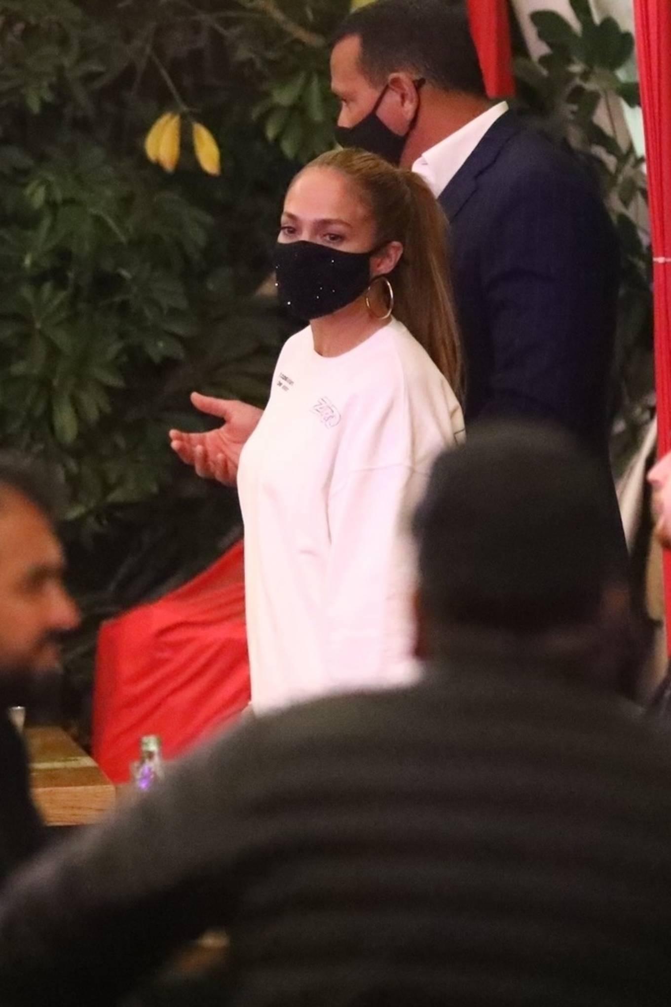 Jennifer Lopez 2020 : Jennifer Lopez – Exit after dinner at Matsuhisa in Beverly Hills-12
