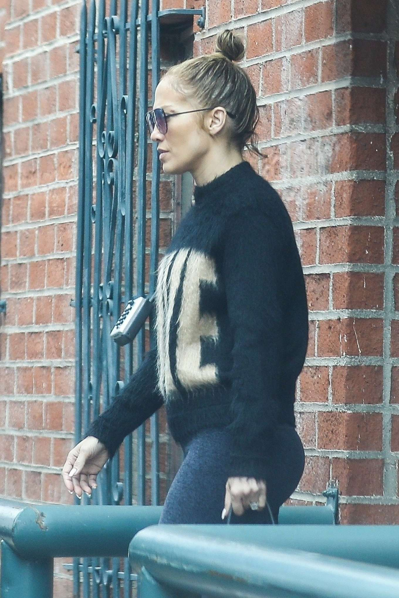 Jennifer Lopez 2019 : Jennifer Lopez: Exiting a medical building in Beverly Hills-06
