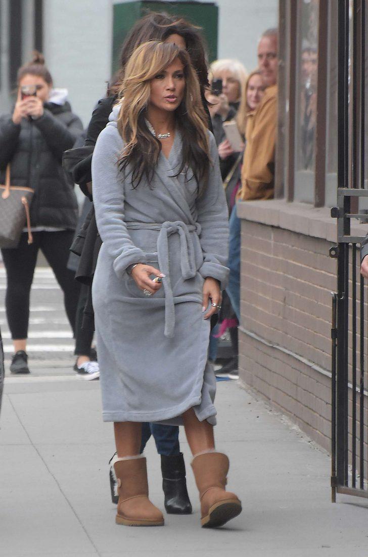 Jennifer Lopez: Filming Hustlers in NYC -04 – GotCeleb