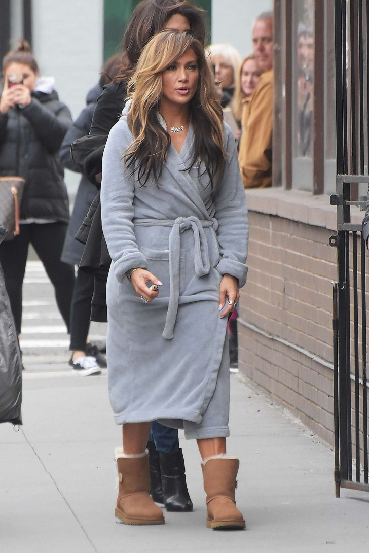 Jennifer Lopez: Filming Hustlers in NYC -06 – GotCeleb