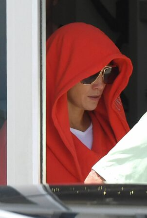 Jennifer Lopez - go incognito as she leaves a gym in Miami