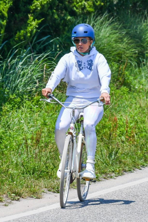 Jennifer Lopez - Goes for a bike ride in the Hamptons