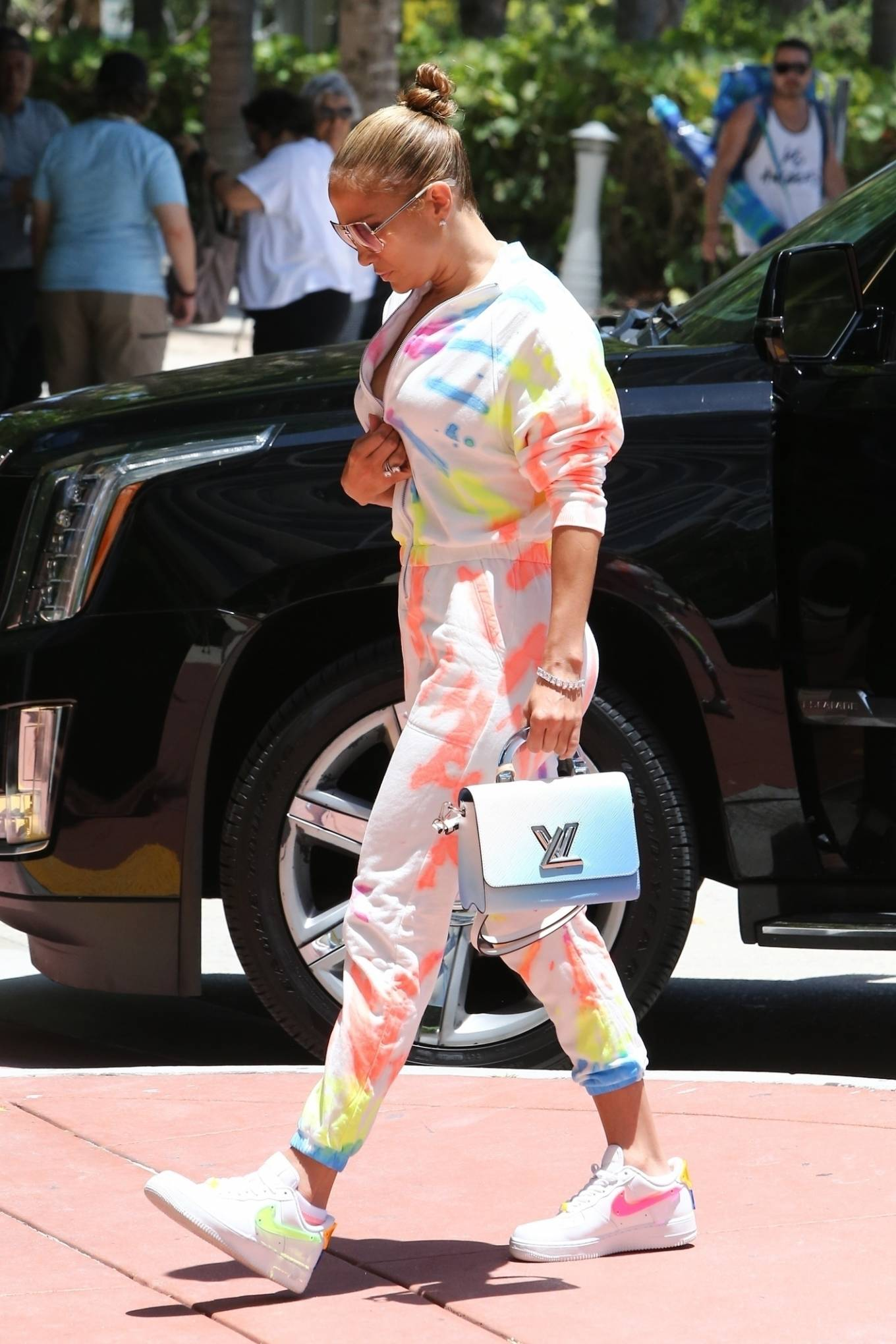 Jennifer Lopez 2021 : Jennifer Lopez – goes out for a bite with her kids Emme and Max in Miami-01