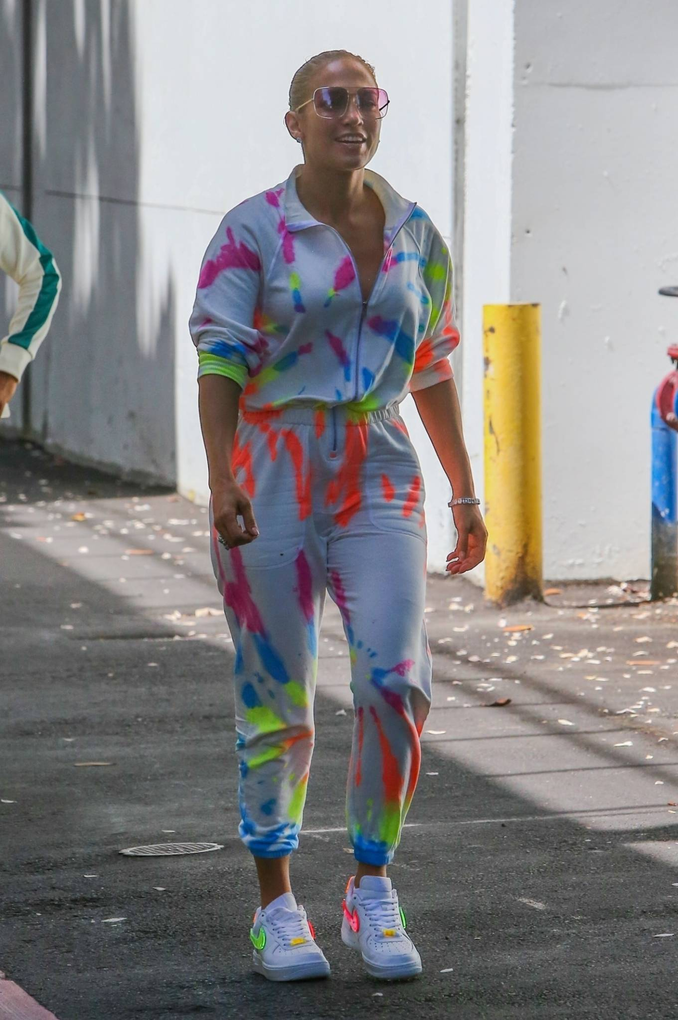 Jennifer Lopez 2021 : Jennifer Lopez – goes out for a bite with her kids Emme and Max in Miami-02