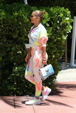Jennifer Lopez - goes out for a bite with her kids Emme and Max in Miami