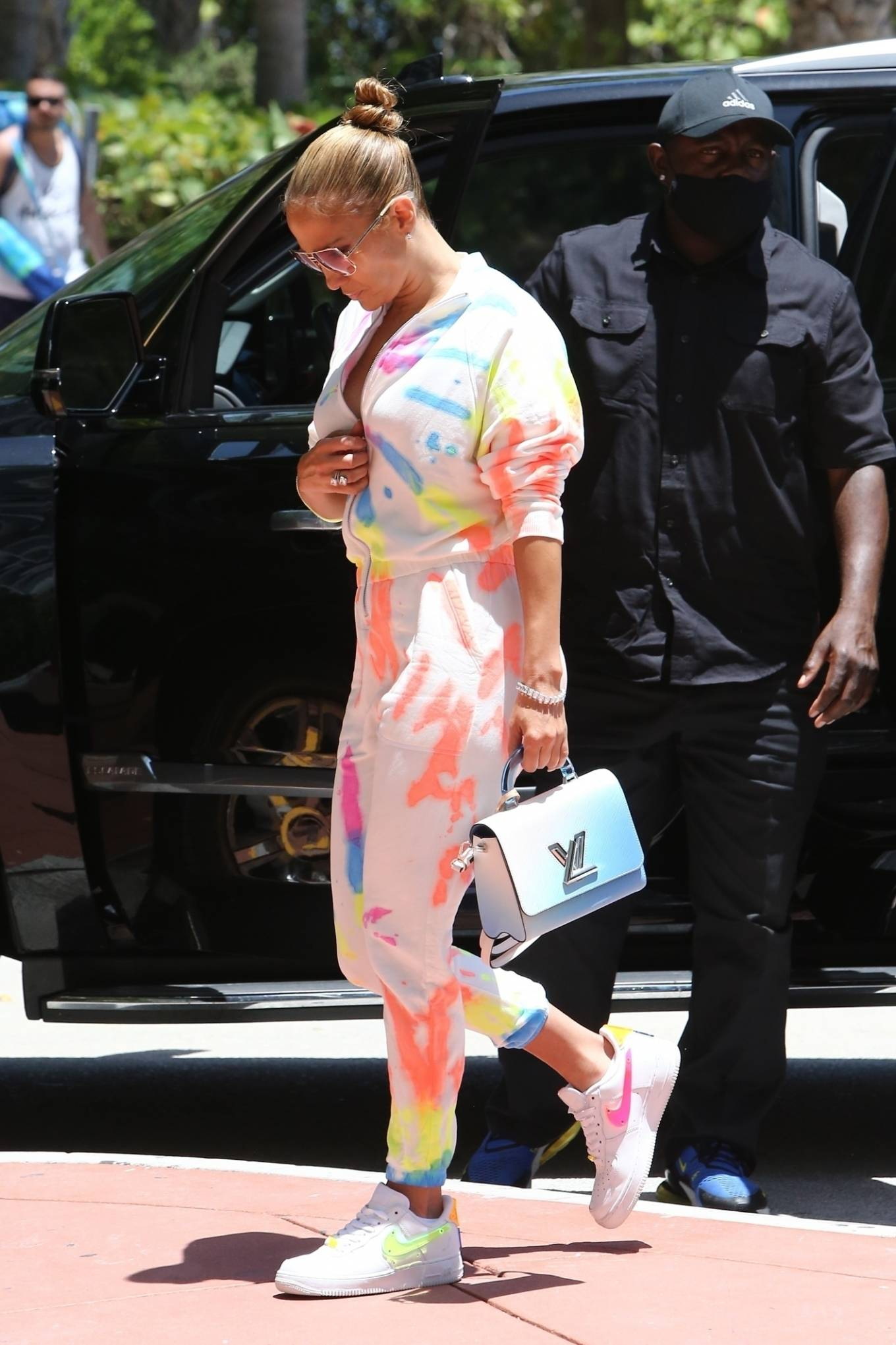 Jennifer Lopez 2021 : Jennifer Lopez – goes out for a bite with her kids Emme and Max in Miami-11