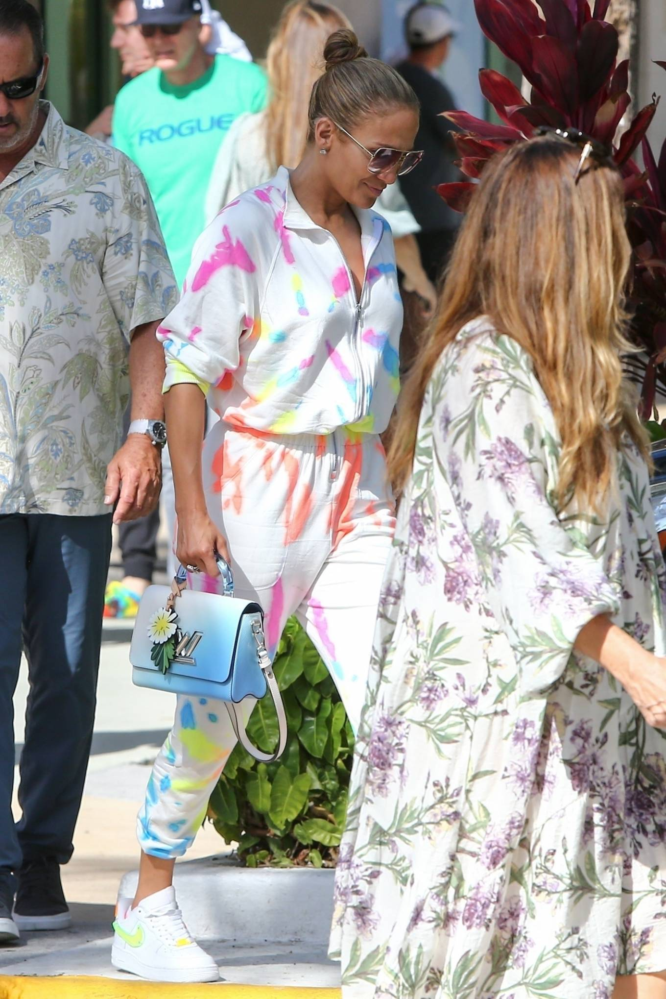 Jennifer Lopez 2021 : Jennifer Lopez – goes out for a bite with her kids Emme and Max in Miami-13
