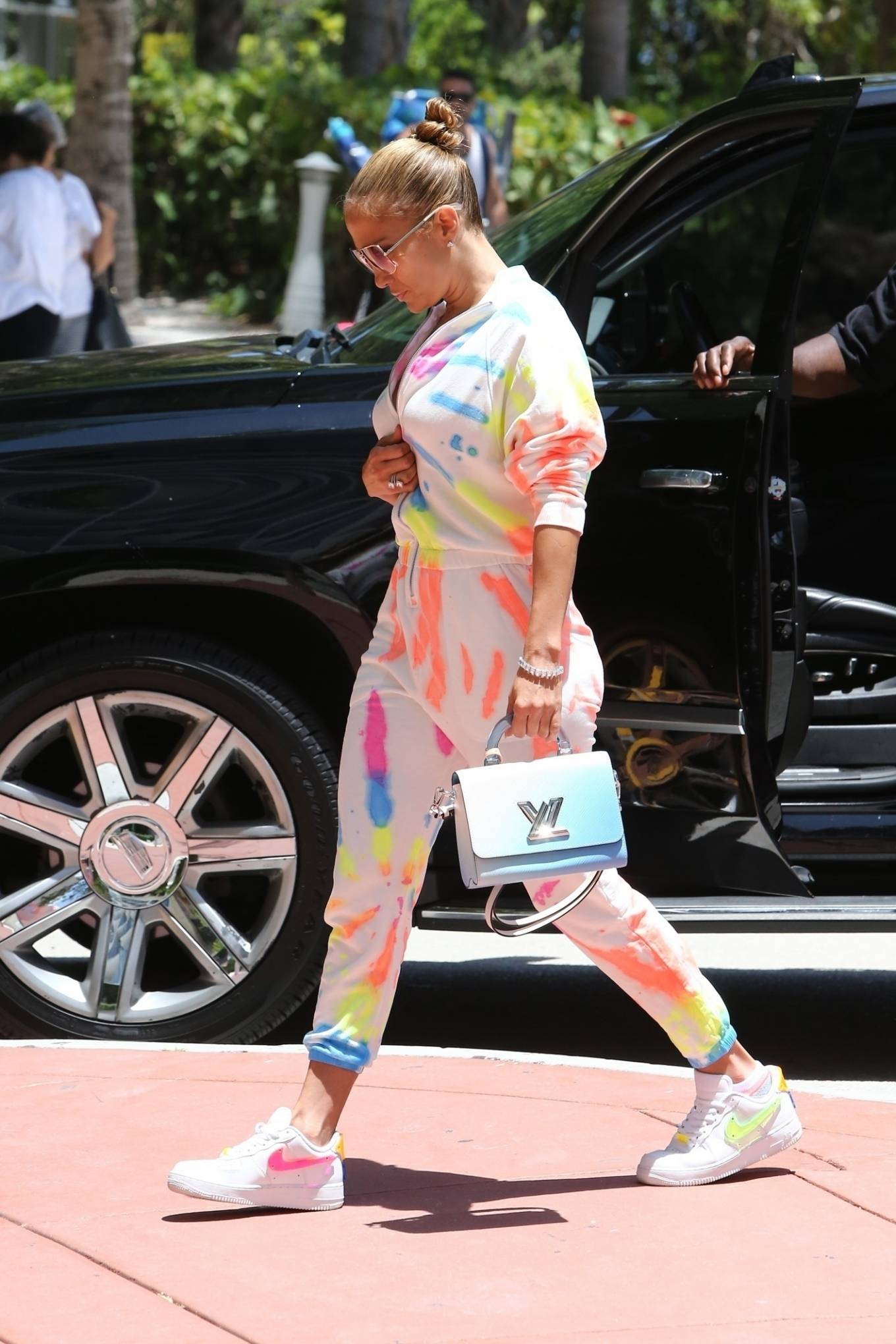 Jennifer Lopez 2021 : Jennifer Lopez – goes out for a bite with her kids Emme and Max in Miami-19