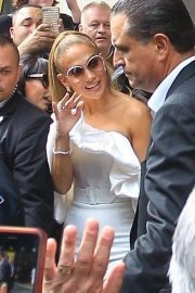 Jennifer Lopez - Greeting fans at the Toronto International Film Festival
