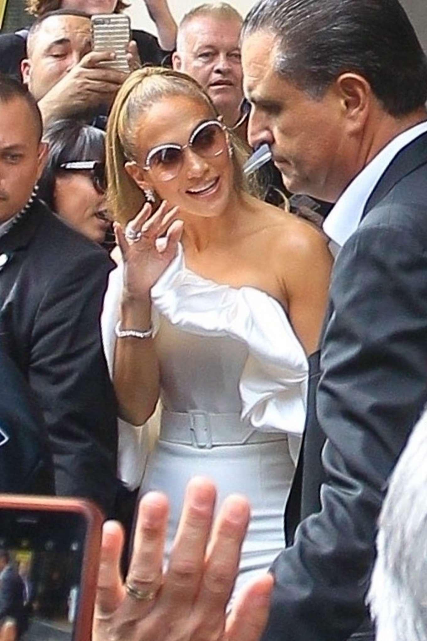Jennifer Lopez - Greeting fans at the Toronto International Film Festival