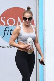 Jennifer Lopez - Heading to the gym in Miami