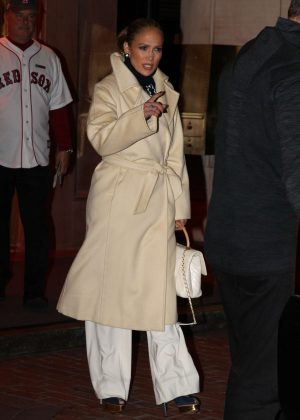 Jennifer Lopez - Heading to World Series Game 2 in Boston