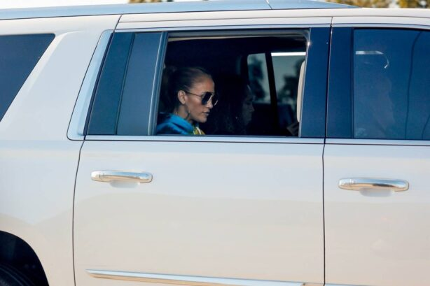 Jennifer Lopez - Heads to a studio in limo