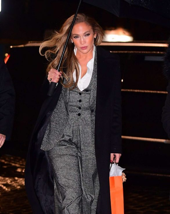 Jennifer Lopez - Heads to Dinner in NYC