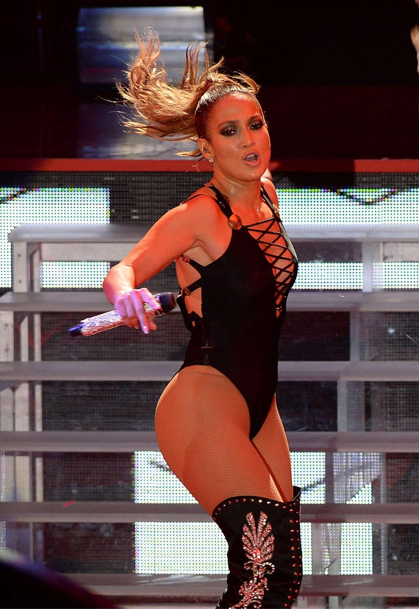 Jennifer Lopez - Hillary Clinton Campaign Event in Miami