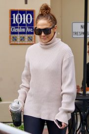 Jennifer Lopez - hits the gym in Los Angeles