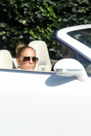 Jennifer Lopez - House hunting in Bel Air