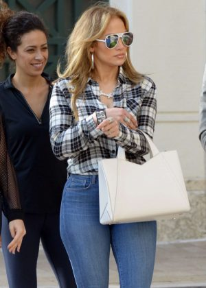 Jennifer Lopez in Jeans with Alex Rodriguez - Out for lunch in Miami
