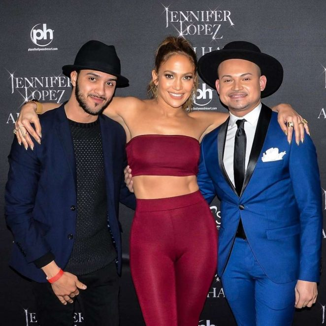 Jennifer Lopez in Leggings and top on Valentine's Day