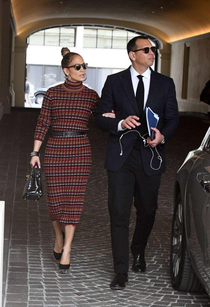 Jennifer Lopez in Plaid Dress -10