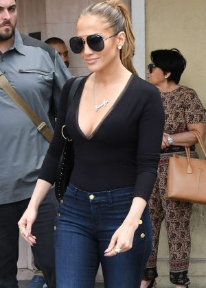 Jennifer Lopez in Tight Jeans Shopping in Miami