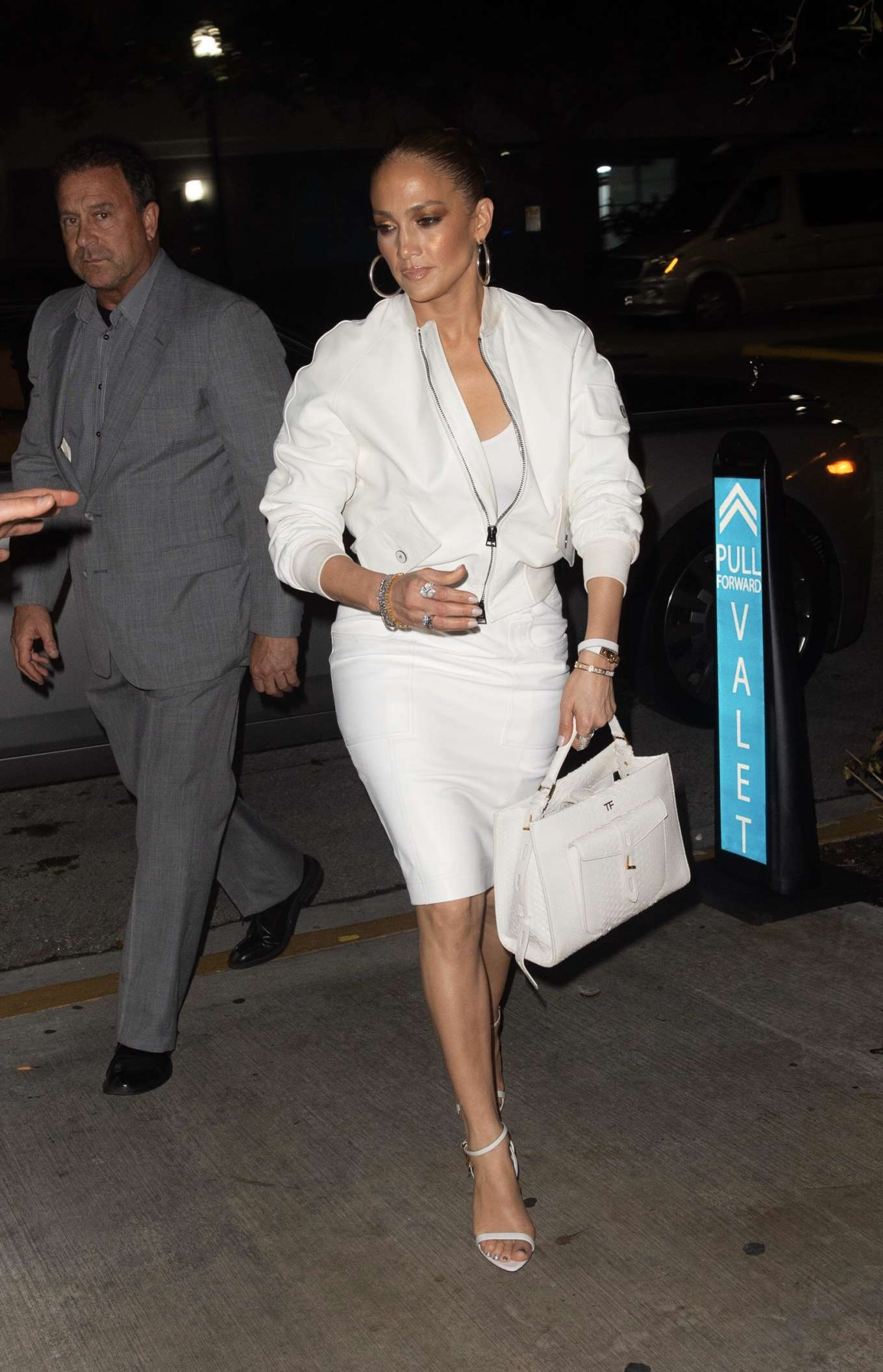Jennifer Lopez in White - Goes for dinner in South Beach