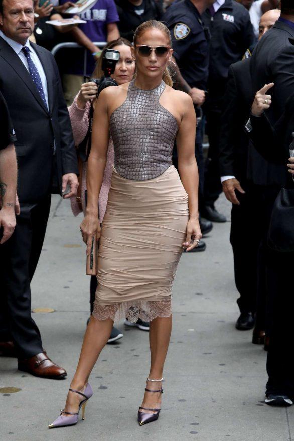 Jennifer Lopez 2019 : Jennifer Lopez is seen leaving Good Morning America-01