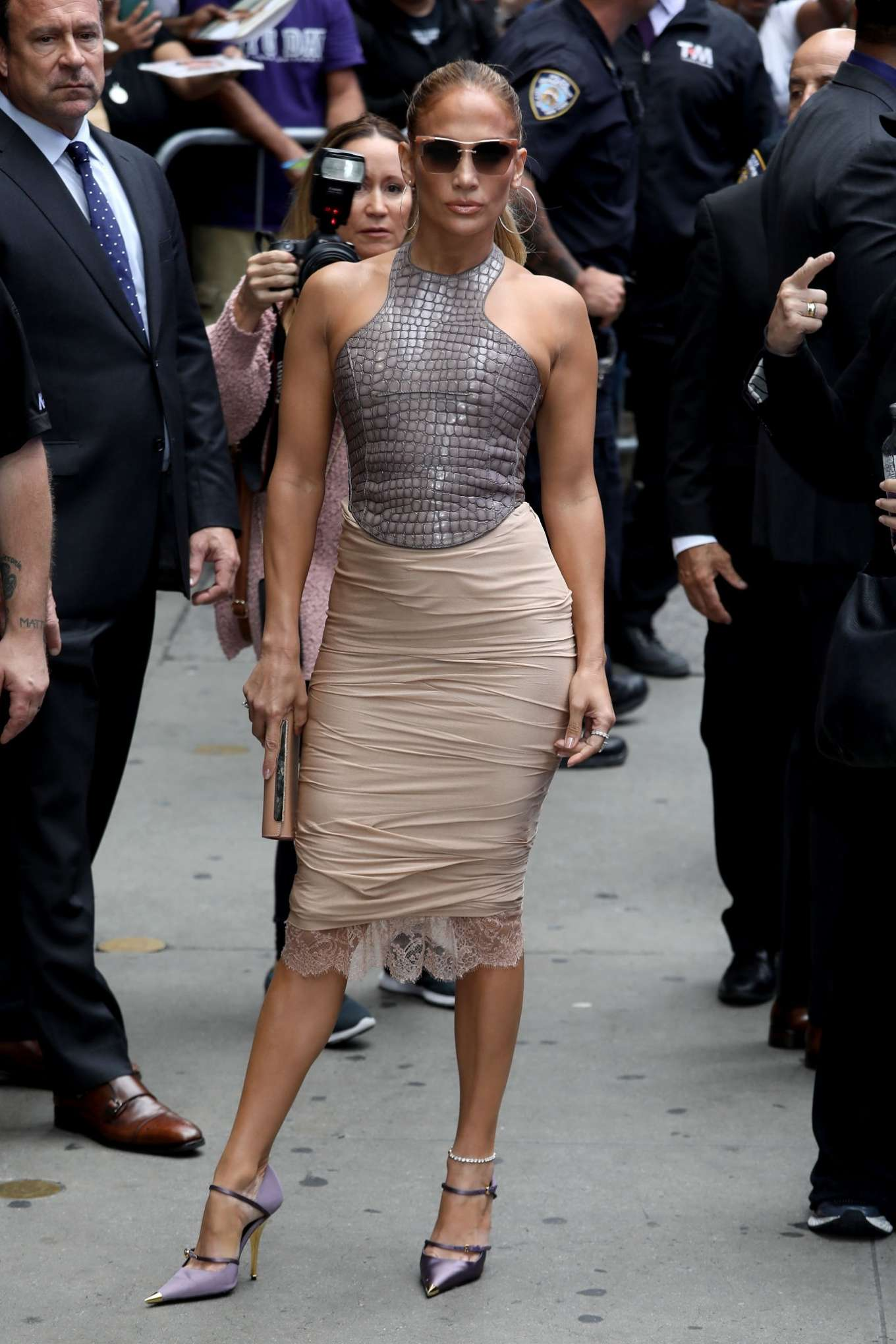 Jennifer Lopez 2019 : Jennifer Lopez is seen leaving Good Morning America-01