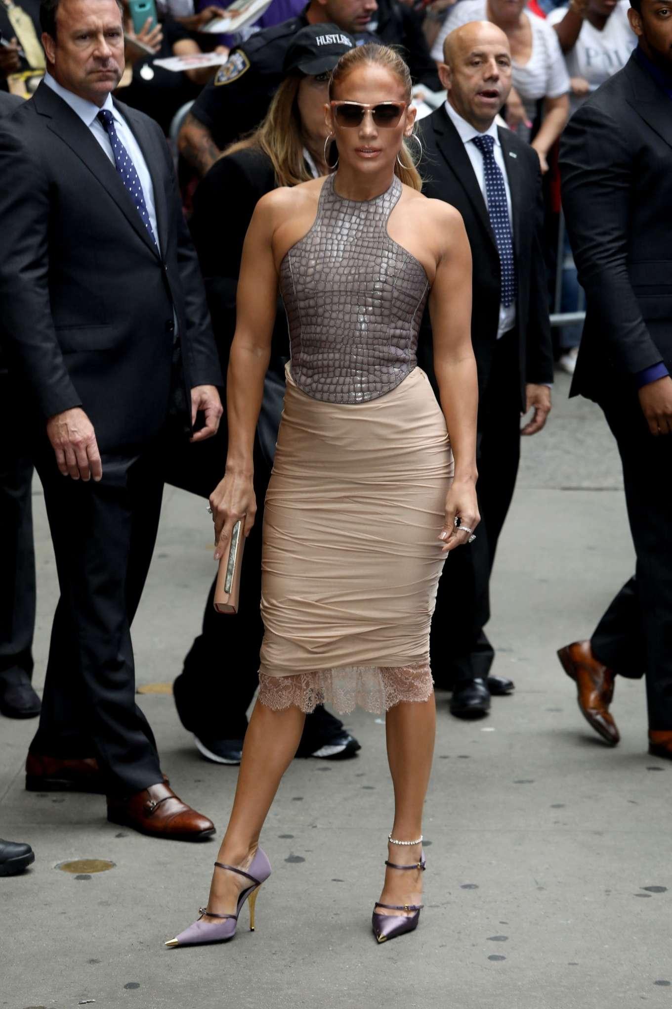Jennifer Lopez 2019 : Jennifer Lopez is seen leaving Good Morning America-05