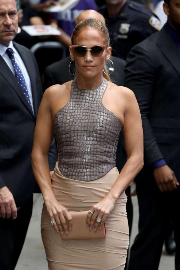 Jennifer Lopez 2019 : Jennifer Lopez is seen leaving Good Morning America-06