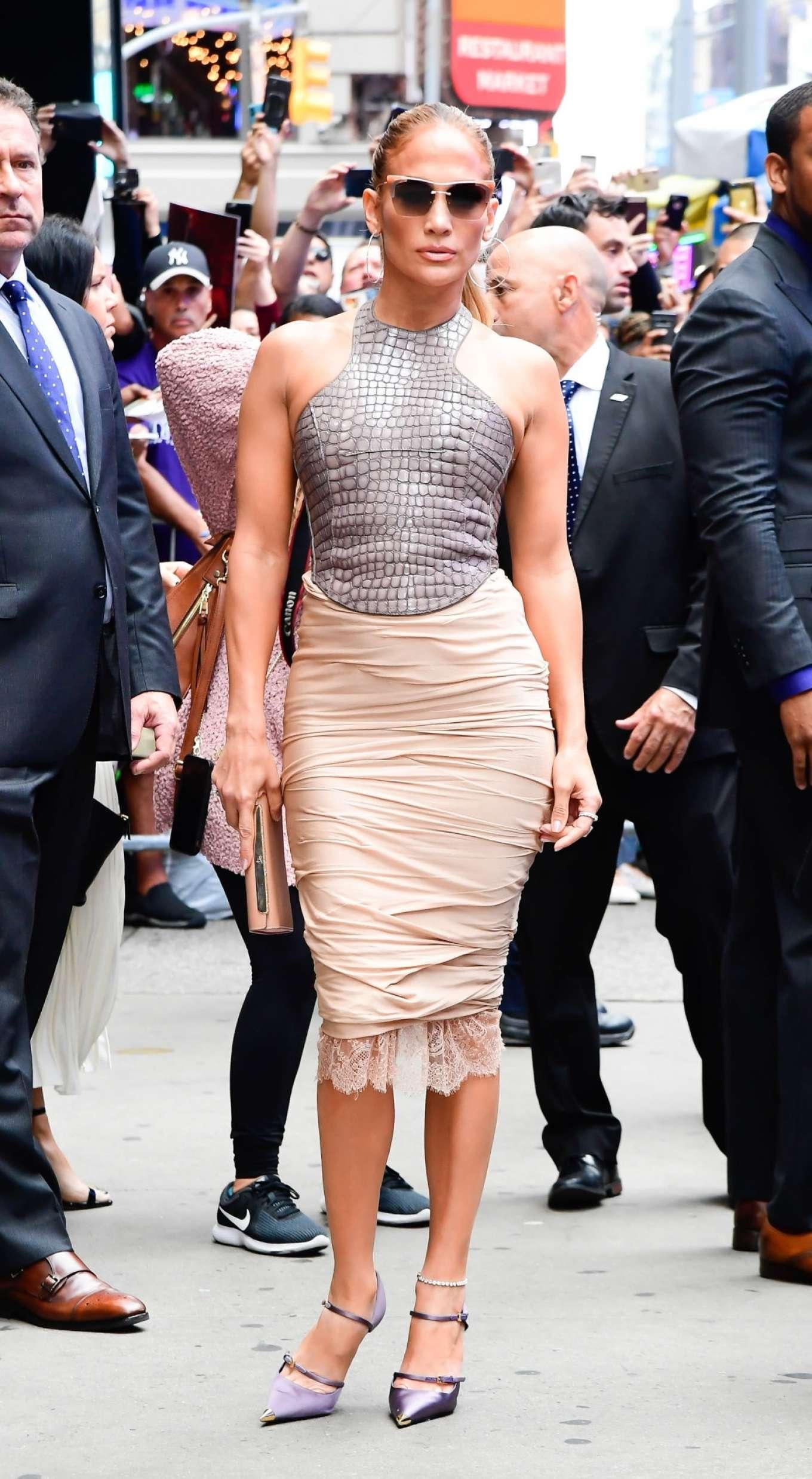 Jennifer Lopez 2019 : Jennifer Lopez is seen leaving Good Morning America-07