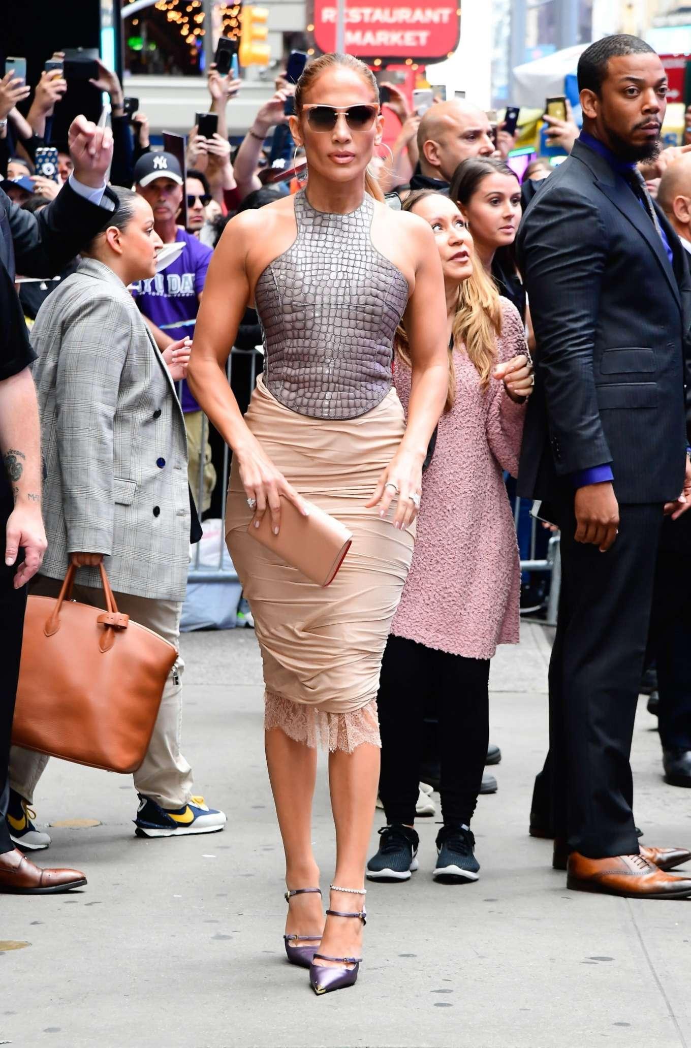 Jennifer Lopez 2019 : Jennifer Lopez is seen leaving Good Morning America-08