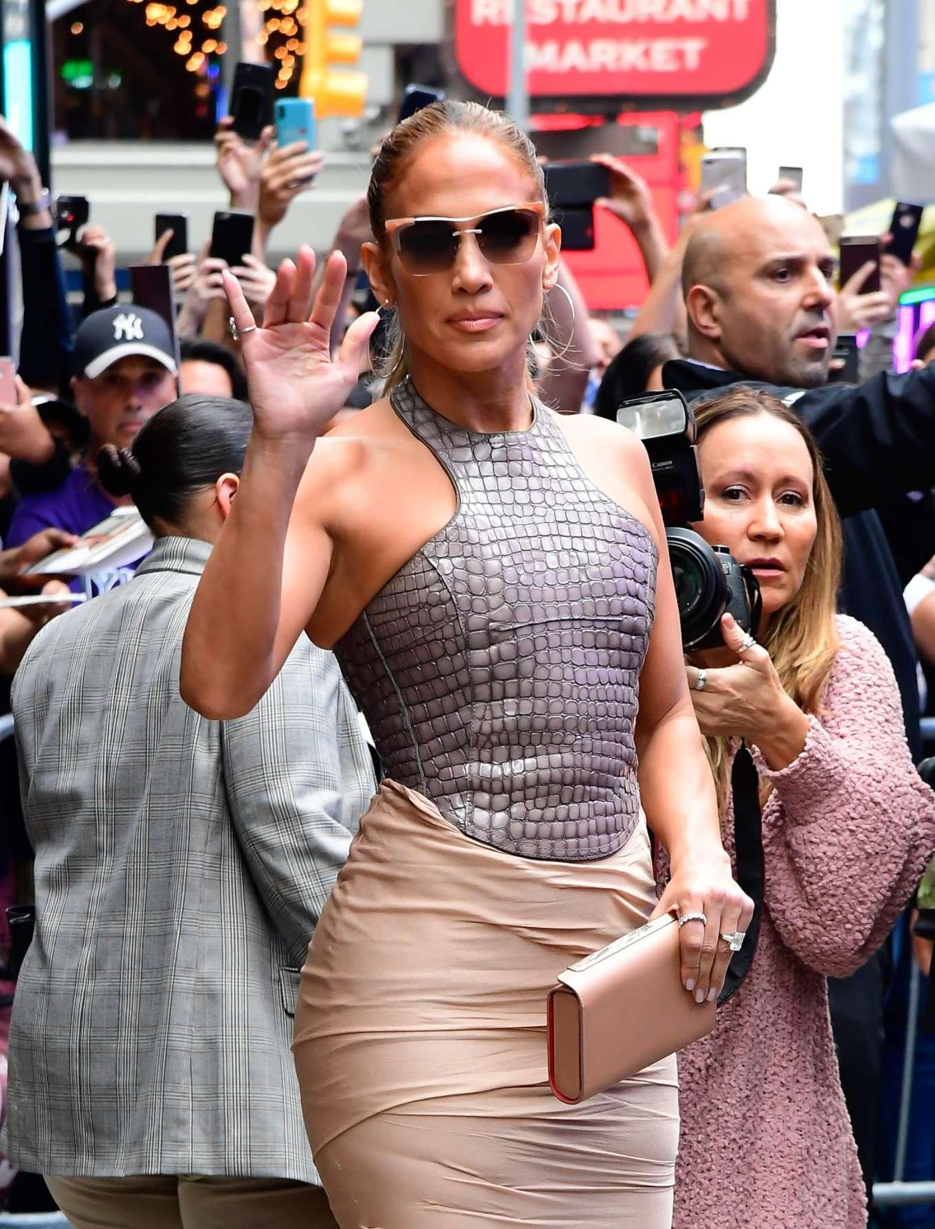 Jennifer Lopez 2019 : Jennifer Lopez is seen leaving Good Morning America-09