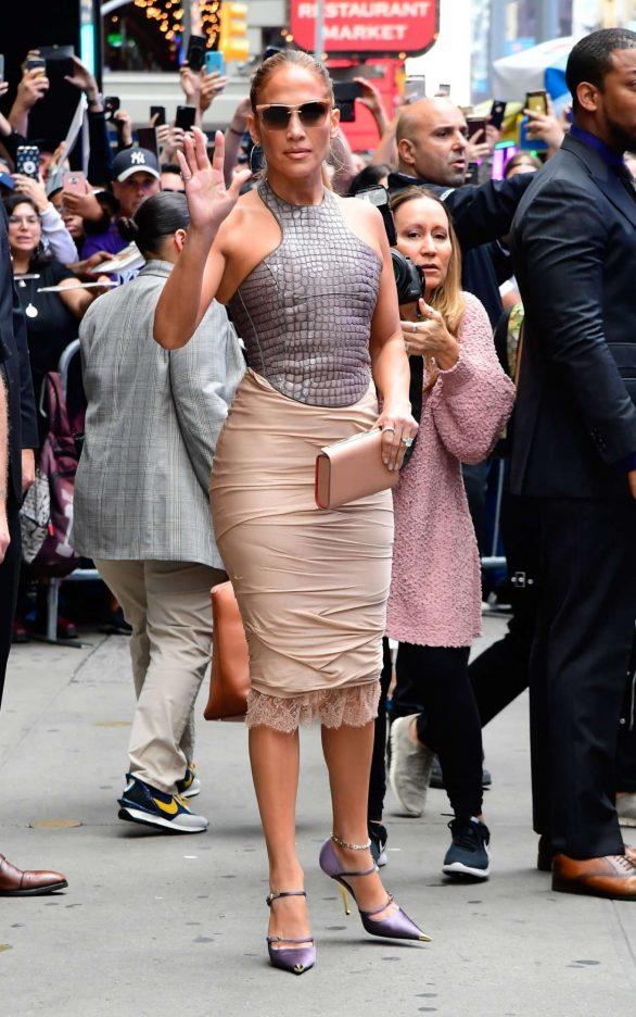 Jennifer Lopez 2019 : Jennifer Lopez is seen leaving Good Morning America-10
