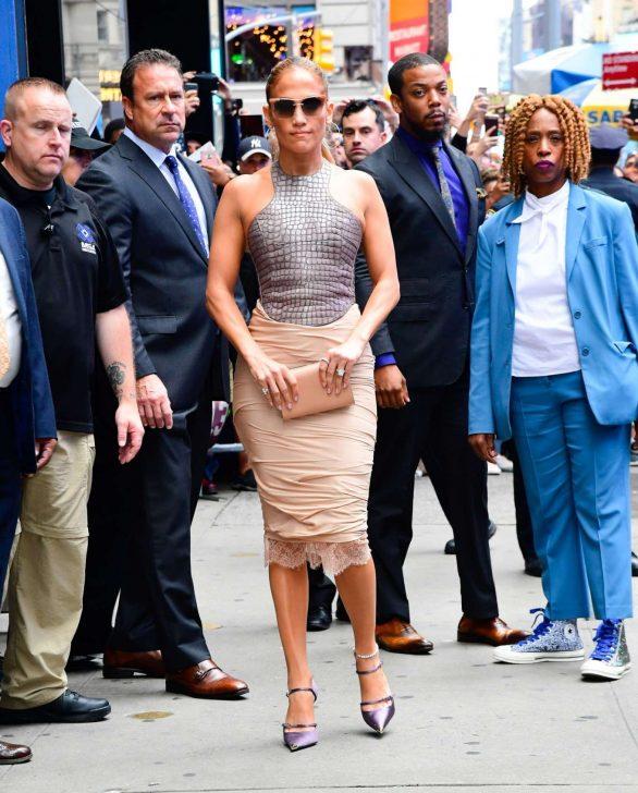 Jennifer Lopez 2019 : Jennifer Lopez is seen leaving Good Morning America-12