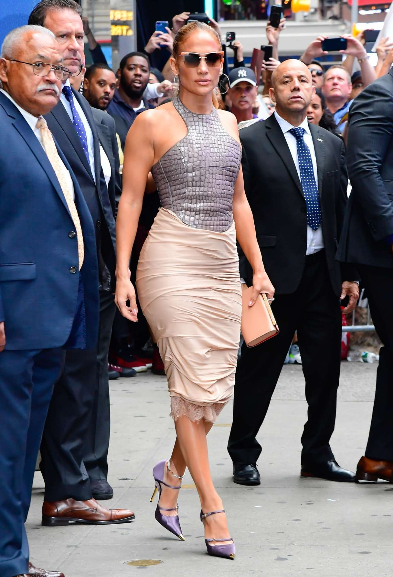 Jennifer Lopez 2019 : Jennifer Lopez is seen leaving Good Morning America-13