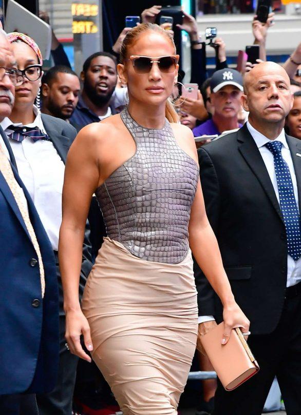 Jennifer Lopez 2019 : Jennifer Lopez is seen leaving Good Morning America-14