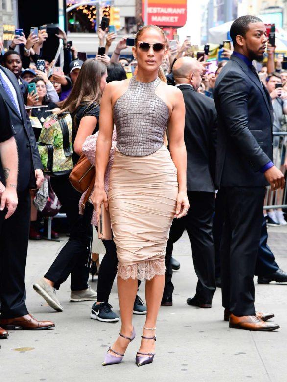 Jennifer Lopez 2019 : Jennifer Lopez is seen leaving Good Morning America-21