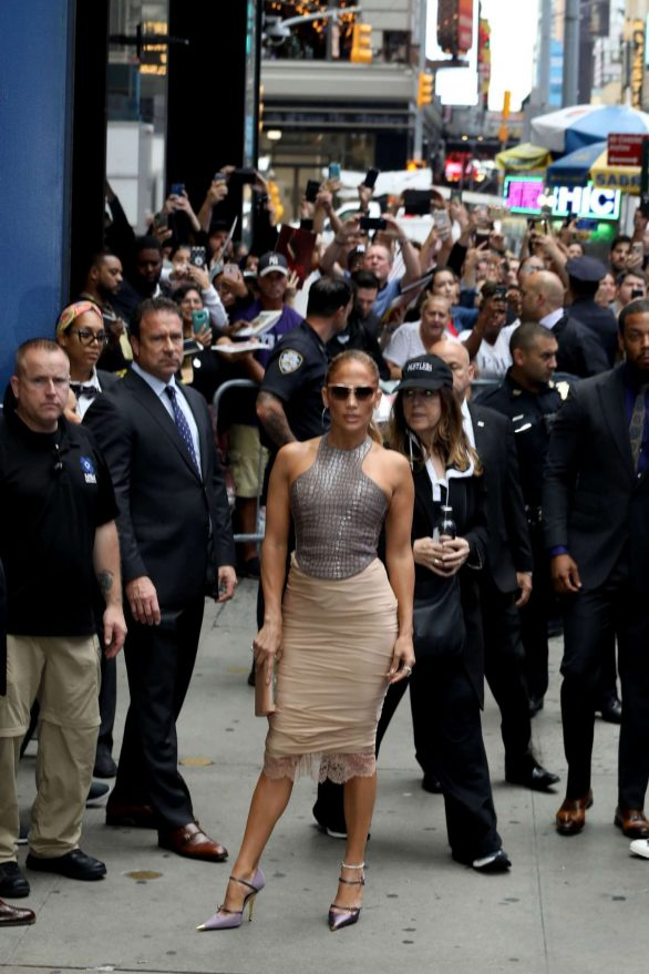 Jennifer Lopez 2019 : Jennifer Lopez is seen leaving Good Morning America-23