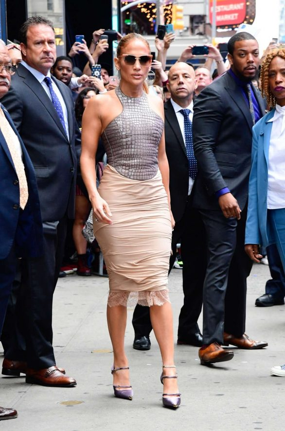 Jennifer Lopez 2019 : Jennifer Lopez is seen leaving Good Morning America-24