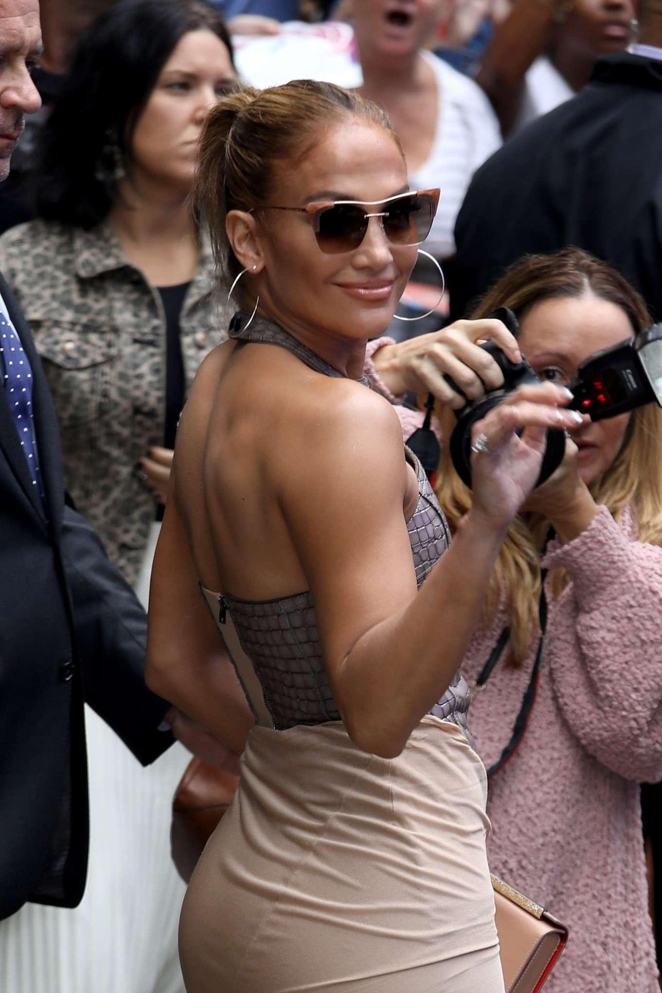 Jennifer Lopez 2019 : Jennifer Lopez is seen leaving Good Morning America-26