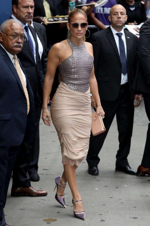 Jennifer Lopez 2019 : Jennifer Lopez is seen leaving Good Morning America-29