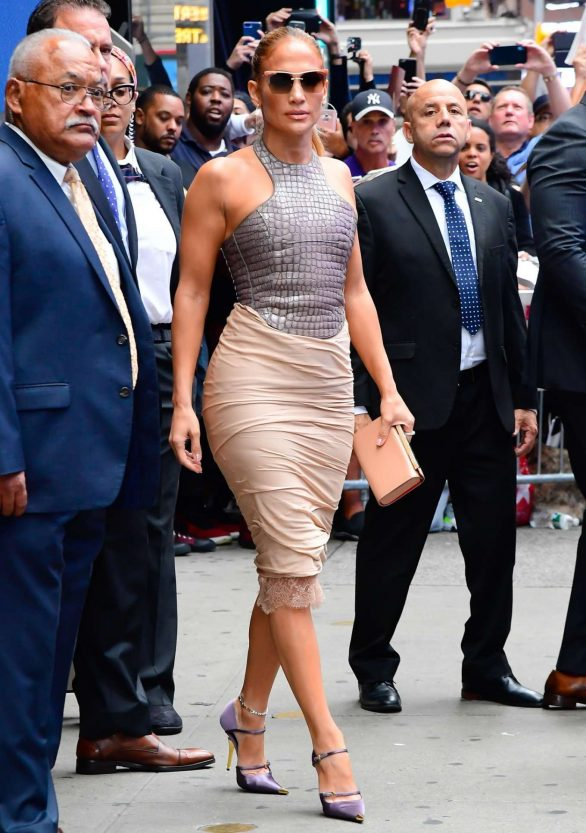 Jennifer Lopez 2019 : Jennifer Lopez is seen leaving Good Morning America-31