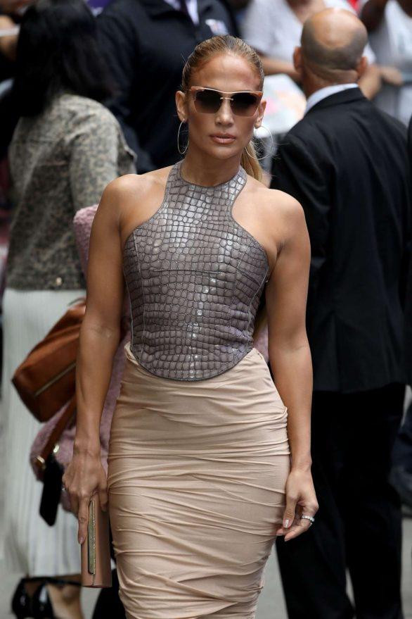 Jennifer Lopez 2019 : Jennifer Lopez is seen leaving Good Morning America-33