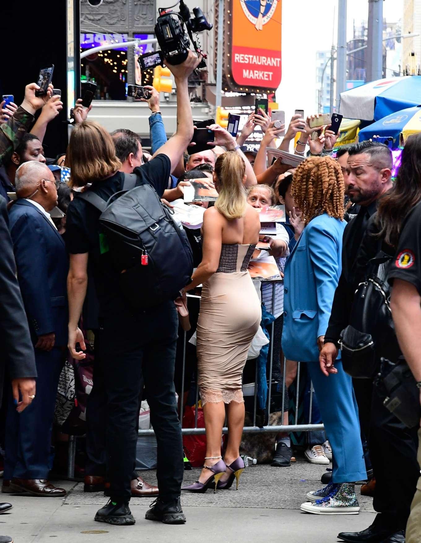 Jennifer Lopez 2019 : Jennifer Lopez is seen leaving Good Morning America-34