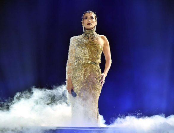 Jennifer Lopez 2019 : Jennifer Lopez joins Maluma onstage at Madison Square Garden-01